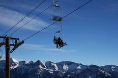 Ski-lift su un cielo blu Immagine Stock