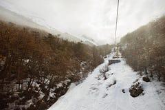 Ski Lifts op een Bewolkte, Nevelige ochtend Stock Foto's