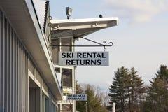 Ski-Miete-Zeichen stockfoto