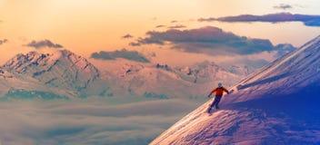 Ski mit überraschender Ansicht von Schweizer berühmten Bergen im schönen Gewinn stockfotografie
