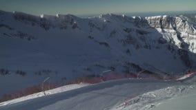 Ski neigt sich auf Skiort Gorky Gorod 2200 Meter über Meeresspiegelvorratgesamtlängenvideo stock video