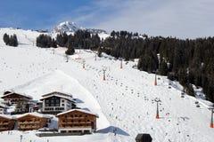 Ski Piste alpino austríaco no inverno imagem de stock