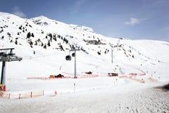 Ski Piste com elevadores do teleférico foto de stock royalty free
