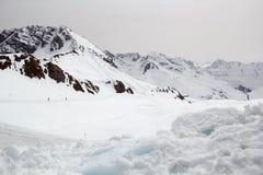Ski Piste no pico de montanha alpino no inverno em Áustria fotografia de stock royalty free