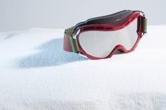 Ski Protective Eyewear en nieve artificial Fotos de archivo libres de regalías
