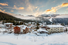 Ski Resort av Madonna di Campiglio i morgonen, italienska fjällängar Royaltyfri Bild