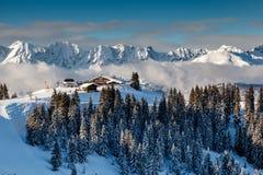 Ski Restaurant sul picco di montagna vicino a Megeve in alpi francesi Immagine Stock Libera da Diritti