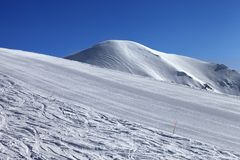 Ski slope and blue cloudless sky in nice winter day Royalty Free Stock Photography