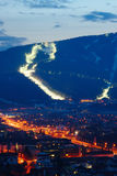 Ski Slopes Above City Stockfoto