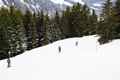 Ski sur des montagnes en région de Portes du Soleil Images stock