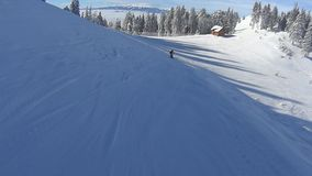 Ski sur la pente banque de vidéos