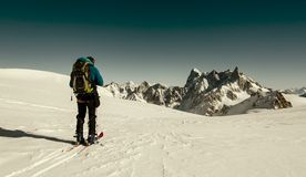 Ski Touring i fjällängar Arkivfoton