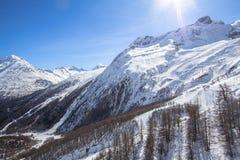 Ski Tracks in montagne svizzere in Saas-tassa Immagini Stock Libere da Diritti
