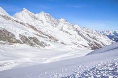 Ski Tracks in montagne svizzere in Saas-tassa Immagine Stock