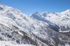 Ski Tracks in montagne svizzere in Saas-tassa Fotografie Stock Libere da Diritti