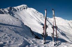 Ski und Berg Lizenzfreie Stockfotos