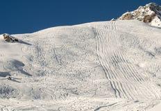 Ski- und Snowboardspuren Lizenzfreie Stockfotos