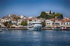 Skiathos, Grécia - 17 de agosto de 2017: Vista panorâmica sobre o porto Fotografia de Stock