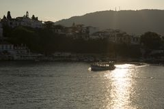Skiathos stad, Skiathos ö, Sporades, Aegean hav, Grekland arkivbilder