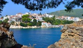 Skiathos stad Grekland Arkivfoto