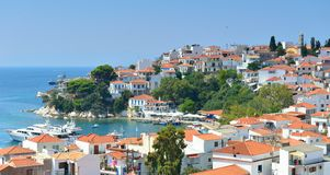 Skiathos stad Grekland royaltyfria foton