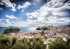 Skiathos stad i Grekland arkivbilder