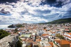 Skiathos-Stadt in Griechenland lizenzfreie stockfotografie