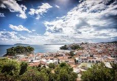 Skiathos-Stadt in Griechenland stockbilder
