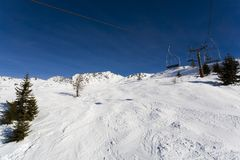 Skiaufzug in den Bergen stockfotos