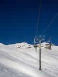 Skilift in den Schweizer Alpen Lizenzfreie Stockfotos