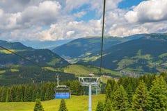 Skiaufzug an Val Gardena-Tal in Italien am Sommer lizenzfreie stockfotos