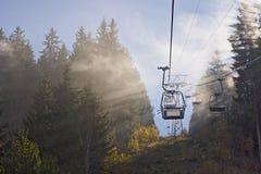 Skiaufzug während des Herbstes lizenzfreies stockfoto