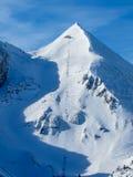 Skiaufzug zur Spitze des Berges Lizenzfreie Stockfotos