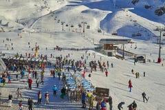 Skibasis in de Alpen van Tirol in zonnige December-dag Royalty-vrije Stock Foto's