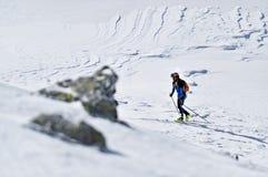 Skibergbeklimmer tijdens de concurrentie in Karpatische Bergen Royalty-vrije Stock Afbeeldingen