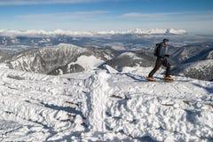 Skibergsteigen in den Bergen Stockfotografie