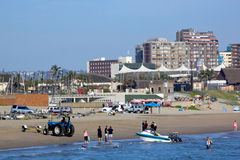 Skiboat klubba och Beachfront i Durban Sydafrika Royaltyfria Foton
