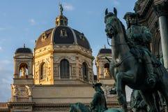 Skicklig ryttarestaty på `en för `-Naturhistorisches museum i Wien Arkivbilder