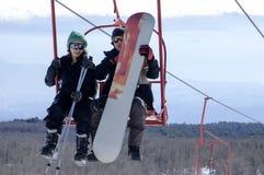 Skidåkare på chairliften Royaltyfria Foton