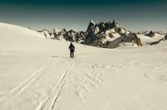 Skidåkare på Vallee Blanche Arkivfoto