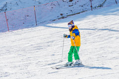 Skidåkareskidåkning på Deogyusan Ski Resort Arkivbild