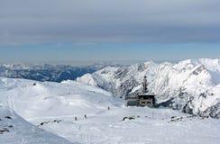Skida lutningar i Alps Arkivfoto