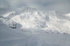 Skida lutningar, majestätiskt alpint landskap Fotografering för Bildbyråer