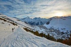 Skida lutningar, majestätiskt alpint landskap Royaltyfria Foton