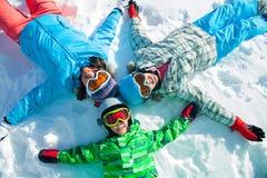 , Skidar övervintrar snöar skidåkare Arkivfoton