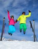 , Skidar övervintrar snöar skidåkare royaltyfri foto