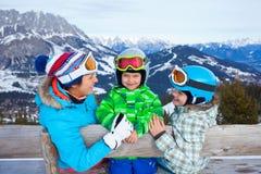 , Skidar övervintrar snöar skidåkare Fotografering för Bildbyråer