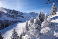 skidar den extrema skyddssemesterorten för alps trailen Fotografering för Bildbyråer