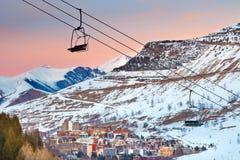 skidar den franska semesterorten för alps Royaltyfri Bild