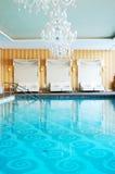 skidar den lyxiga moderna semesterorten för hotellet brunnsorten Arkivbilder